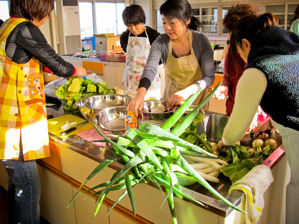 cooking, vegetables, emergency, evacuation, shelter, Fukushima, nuclear, disaster, Japan