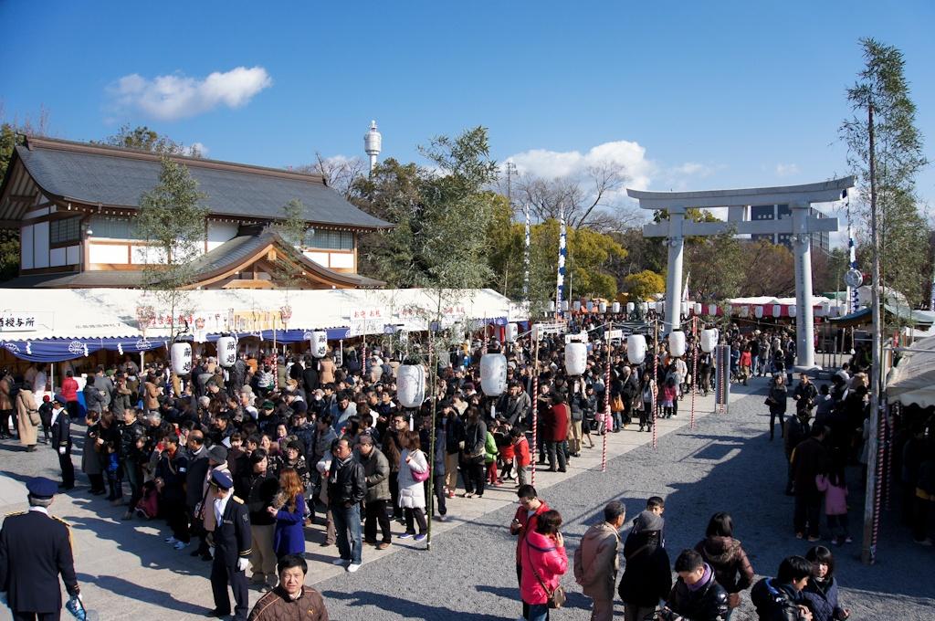 Hatsumōde, Hiroshima Gokoku Shrine, crowds, queues, lines, Japan, New Year, celebrations