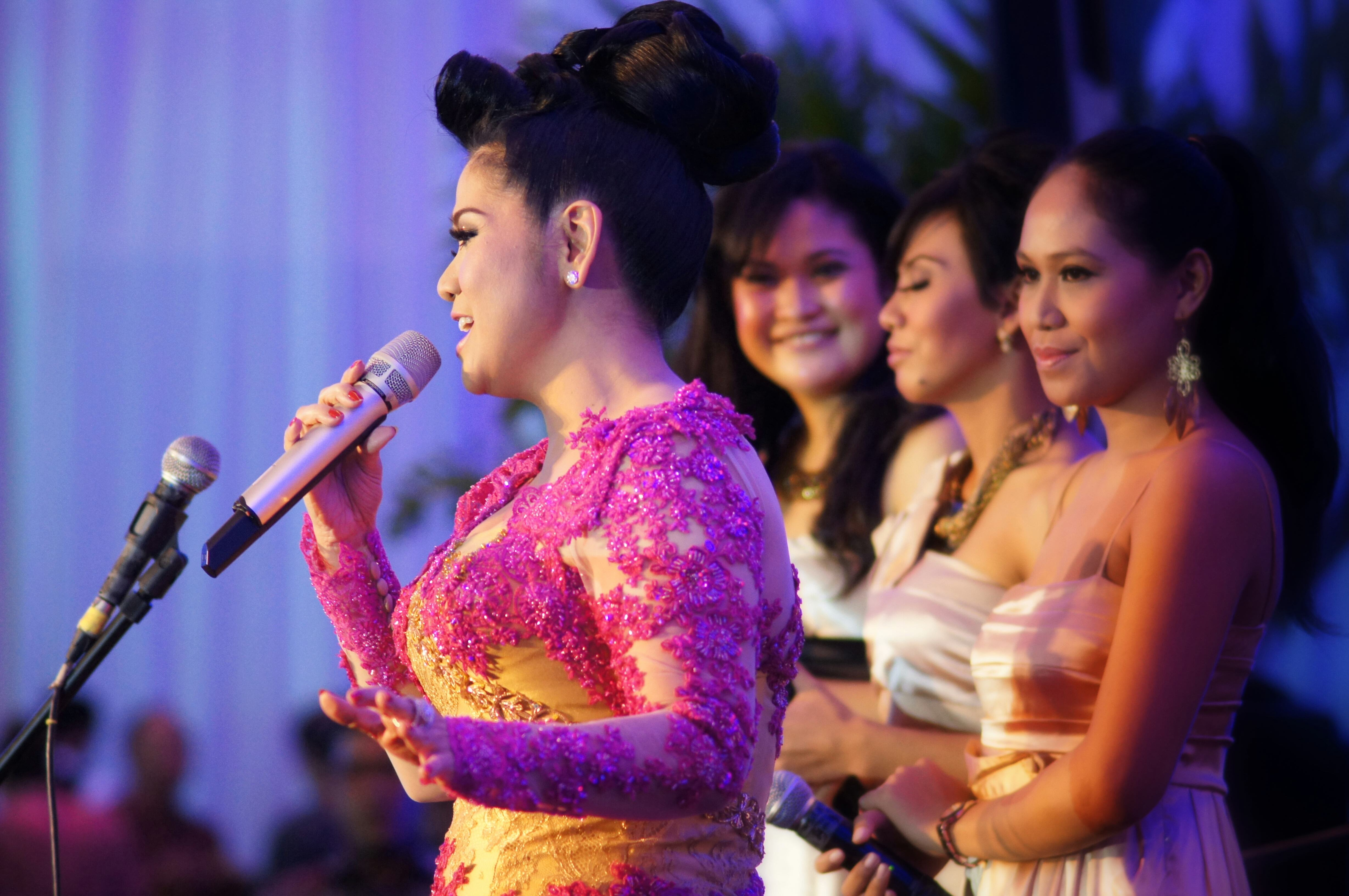 The entertainment for the evening was Indonesian singing legend Vina Panduwinata.
