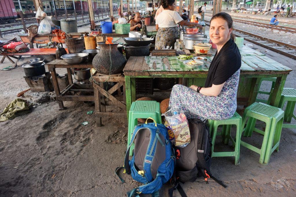 Food at Thazi train station
