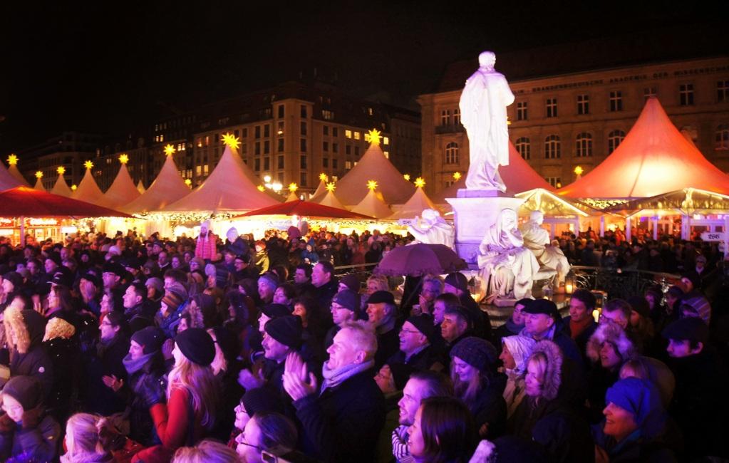Gendarmenmarkt Christmas Market crowds, Berlin