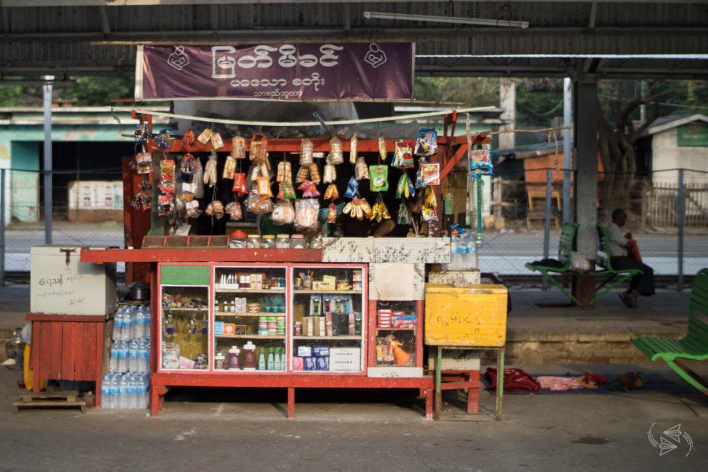 Slow Train from Thazi food stalls, Thazi to Shwenyaung, Inle Lake