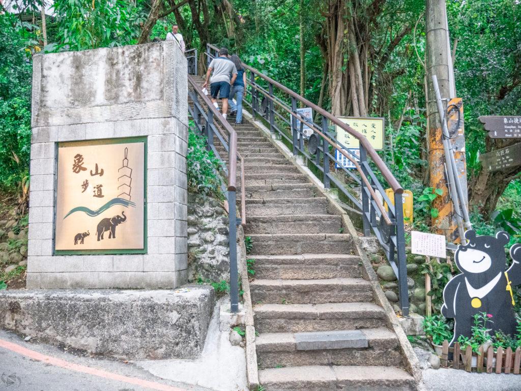 Steps up Elephant Mountain Taipei