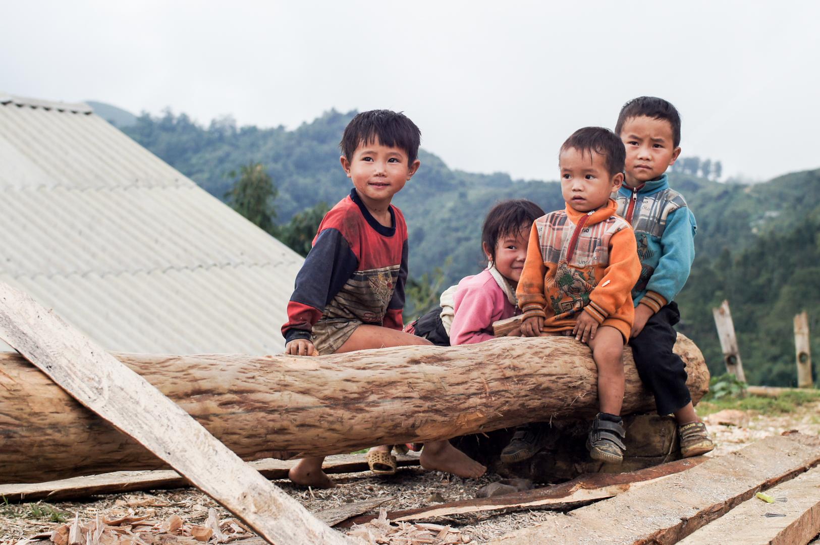 kids sapa vietnam