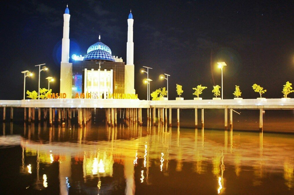 A night stroll along Losari Beach led us to Masjid Amirul Mukminin, landmark of Makassar and Indonesia's first floating mosque.