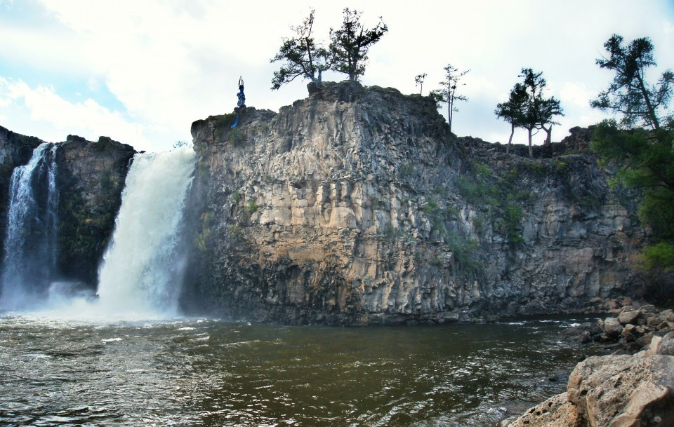 Ulaan Tsutgalan Waterfall