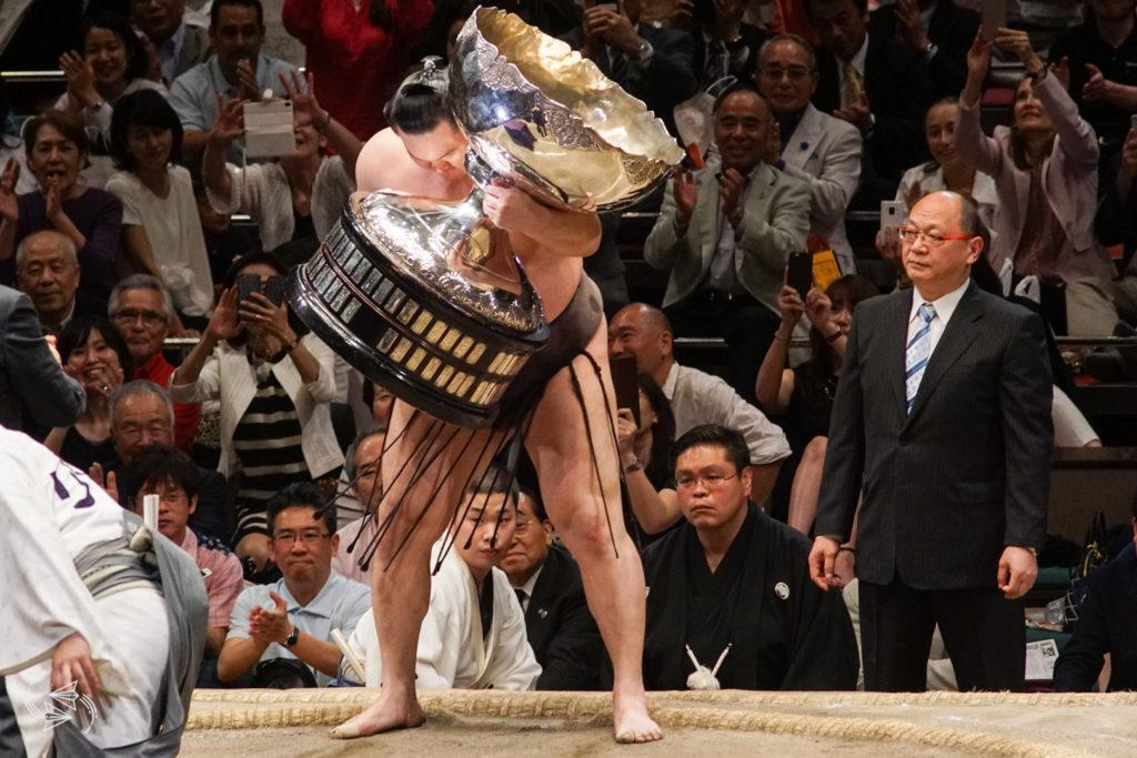 sumo tournament japan cup awards ceremony