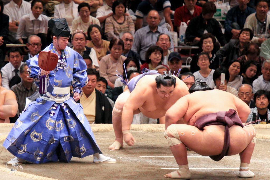 sumo tournament japan gyoji referee